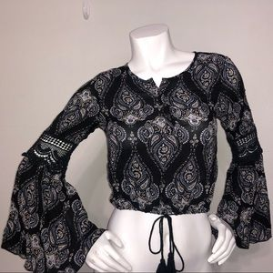 Kendall and Kylie paisley bell sleeve top sz small